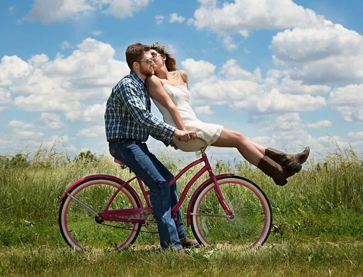 wiersze na Walentynki wierszyki dzień święto zakochanych dzień Walentego miłość rower ciekawostki o rowerach