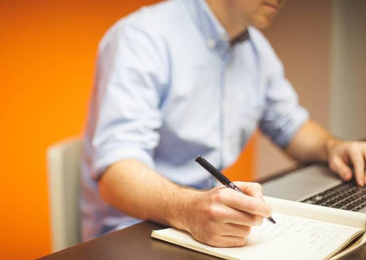 artykuł sponsorowany reklamowy tekst ekspercki copywriter blog portal marketing