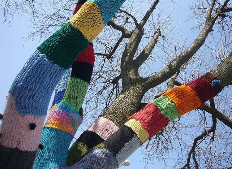 knit grafitti yarnbombing