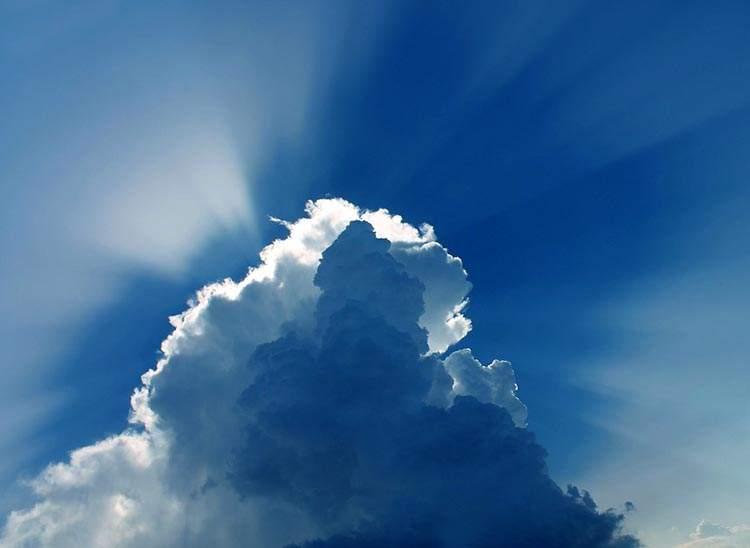 niebo chmury ciekawostki Warszawa budownictwo pogoda w Rosji