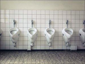 sikanie WC toaleta mężczyźni
