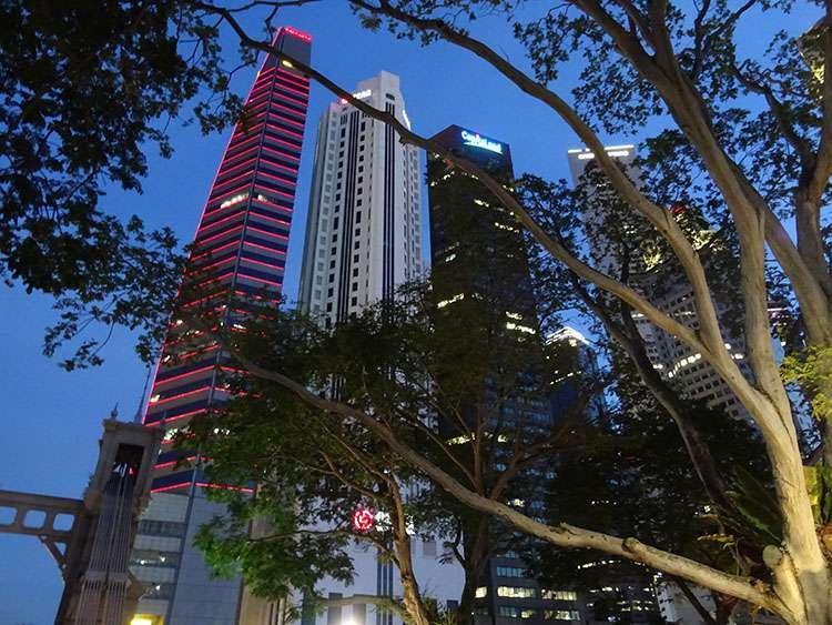 city Singapore Singapur by night wieżowce skyscrapers centrum