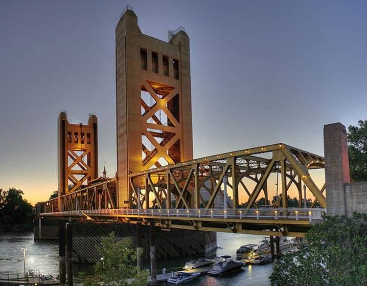 Tower Bridge Sacramento Kalifornia ciekawostki atrakcje