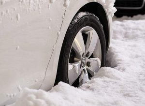 rozruch silnika samochód zima mróz