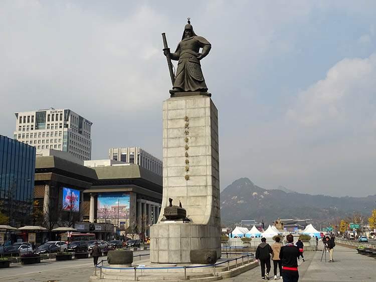 Skwer Gwanghwamun Seul admirał Yi Sun-sin pomnik