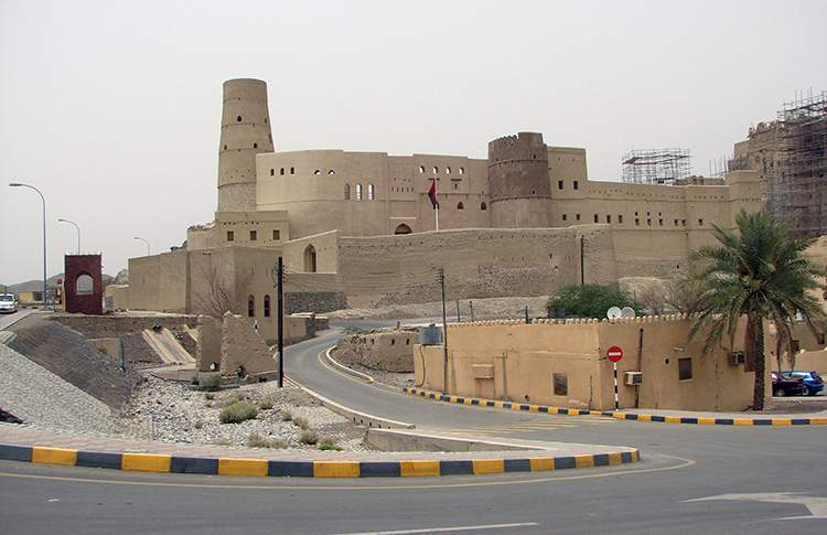 oman ciekawostki fort Bahla