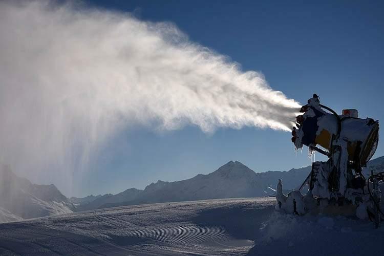 co to jest śnieg przysłowia o śniegu armatka wodna śnieg techniczny