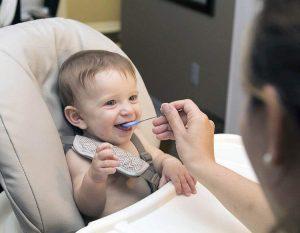 niemowlak jedzenie dzieci