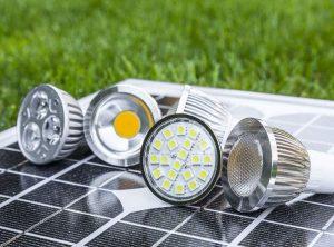 oświetlenie łazienka LED halogeny