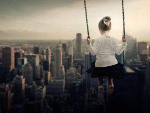 plac zabaw dzieci Nowy Jork huśtawka dziewczynka