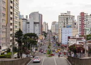 Kurytyba ciekawostki Brazylia Ameryka Południowa ulica miasto samochody domy