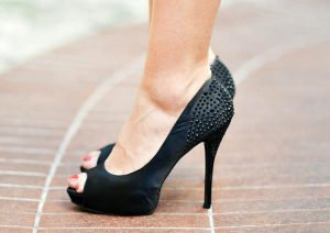 obuwie stopy szpilki buty na obcasie halluksy
