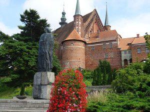 Frombork zamek Mikołaj Kopernik pomnik