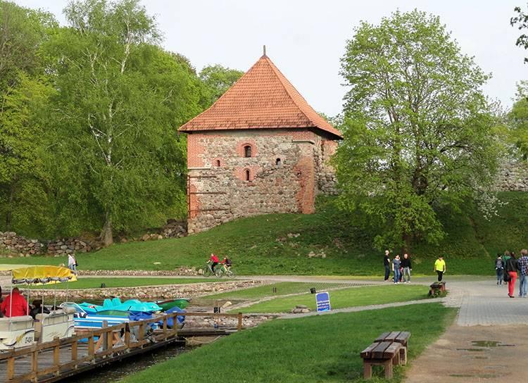 Troki stary zamek na półwyspie Litwa ciekawostki