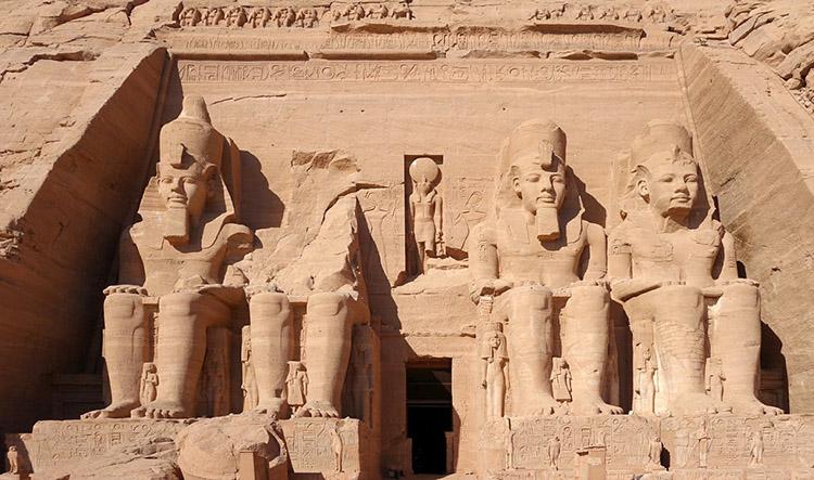 Abu Simbel starożytny Egipt ciekawostki mumie zabytki