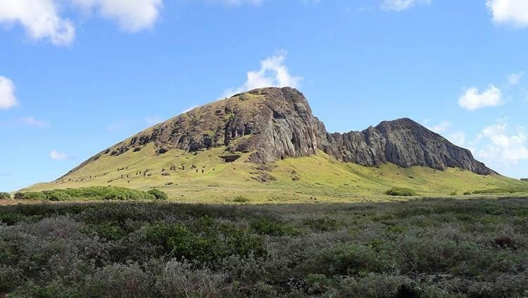 wulkan Rano Raraku Wyspa Wielkanocna ciekawostki Chile Rapa Nui wycieczki podróże