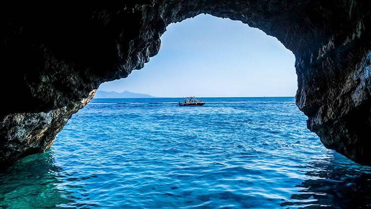 niebieskie jaskinie Błękitne groty wyspa Zakynthos atrakcje Grecja wczasy wakacje