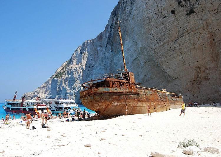 wrak Zatoka Wraku Navagio Beach wyspa Zakynthos atrakcje Grecja wczasy wakacje