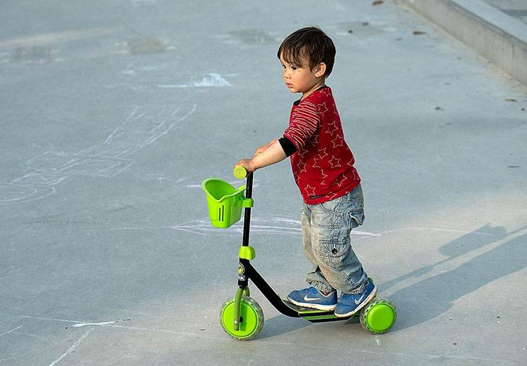 hulajnoga dla dziecka hulajnogi elektryczne ciekawostki o hulajnogach elektrycznych