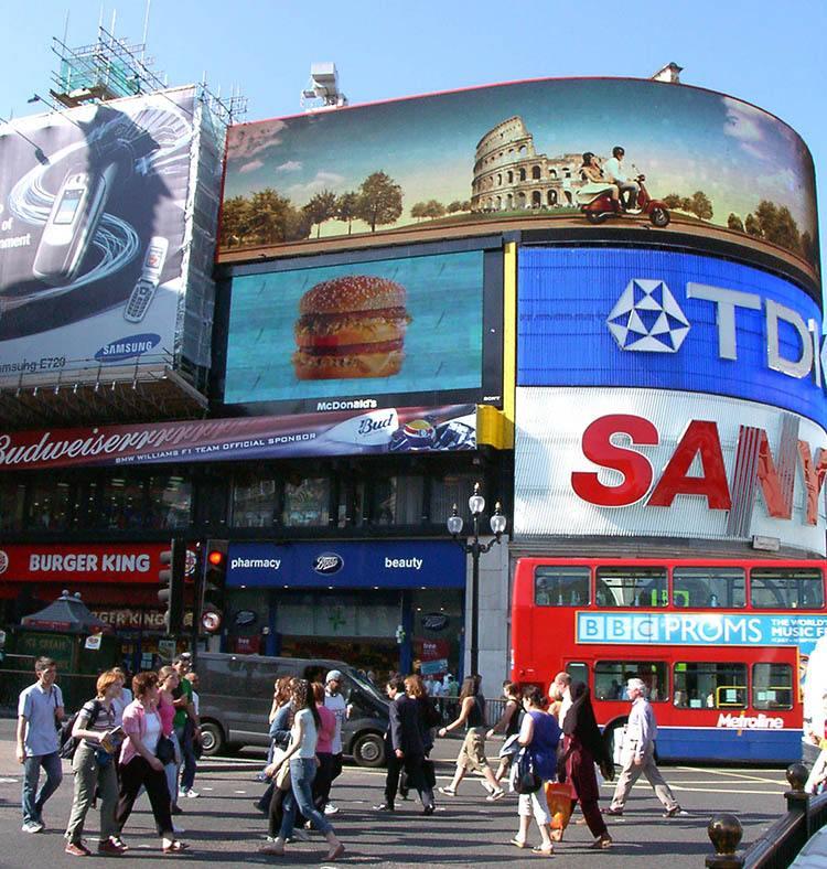 Picadilly Circus ciekawostki o Londynie London Anglia