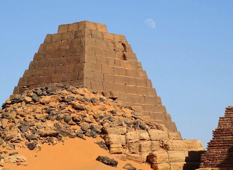 piramidy Sudan Chartum ciekawostki o piramidach piramida