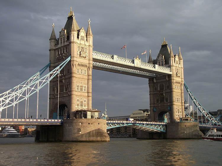 Tower Bridge ciekawostki o Londynie London Anglia