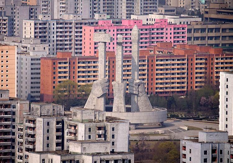 Pomnik Partii Robotniczej Pyongyang Korea Północna ciekawostki o Korei Północnej