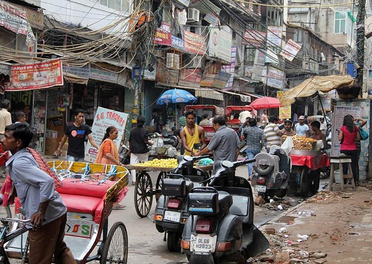 Delhi ulica Indie ciekawostki atrakcje kultura zabytki