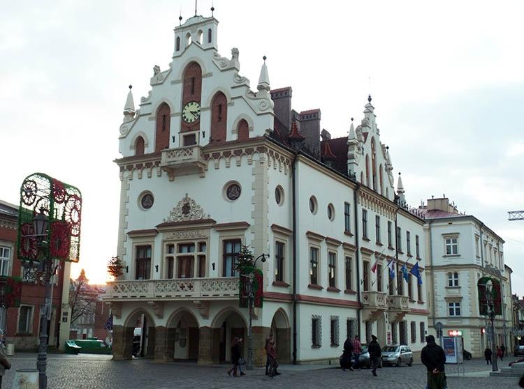 ratusz w Rzeszowie rynek Rzeszów ciekawostki atrakcje