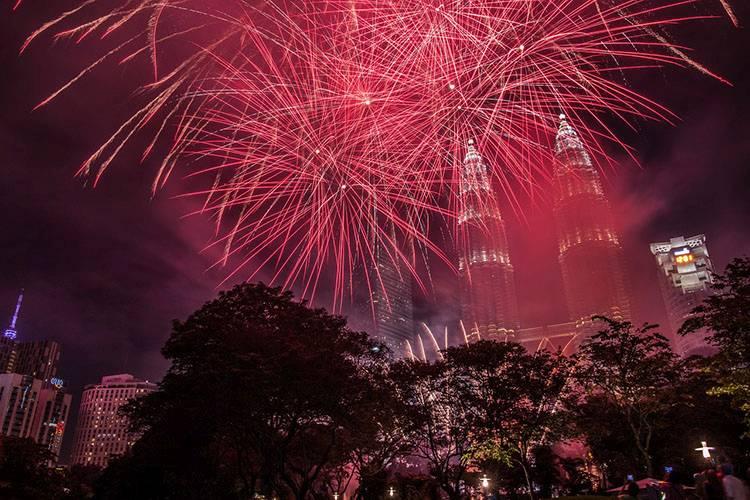Patronas Towers Kuala Lumpur Malezja fajerwerki ciekawostki