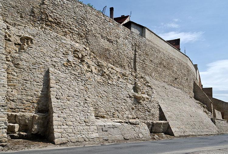 mury miejskie obronne Bystrzyca Kłodzka ciekawostki atrakcje