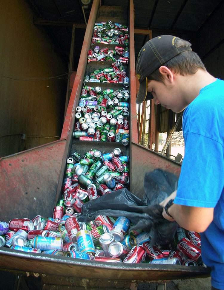 gospodarowanie odpadami sortowanie segregacja-recykling puszki po napojach ciekawostki