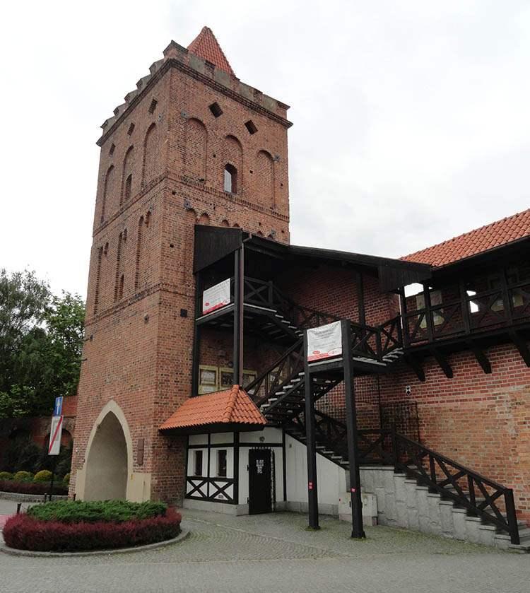 Oleśnica ciekawostki zamek Brama Wrocławska