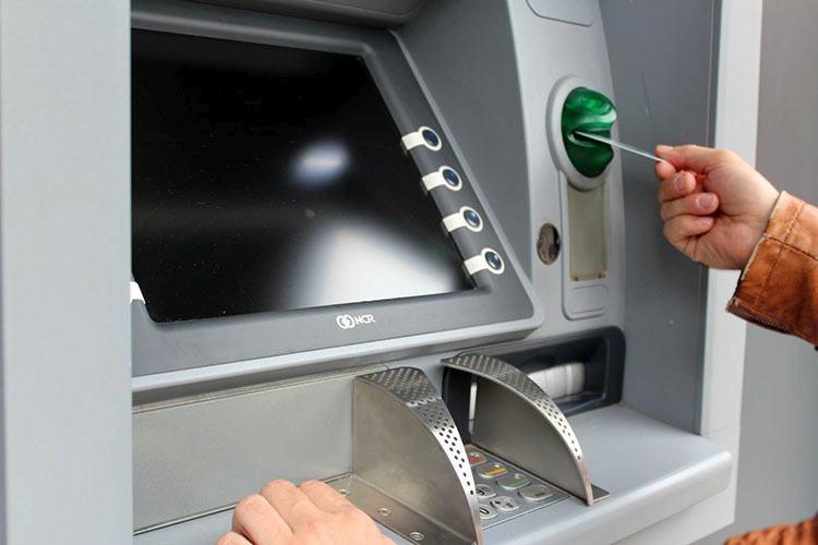bankomat płatność plastikowy pieniądz karty kredytowe płatnicze ciekawostki historia karta kredytowa