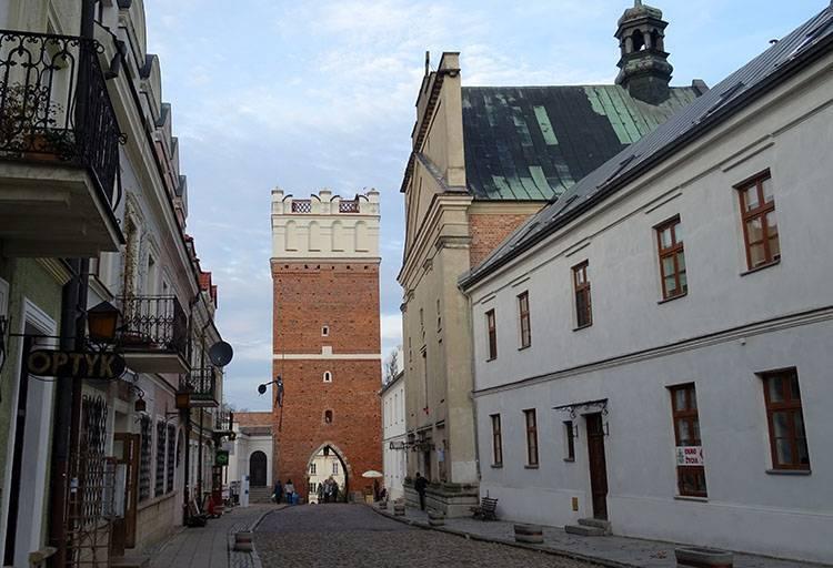 Brama Opatowska miasto Sandomierz ciekawostki zabytki atrakcje