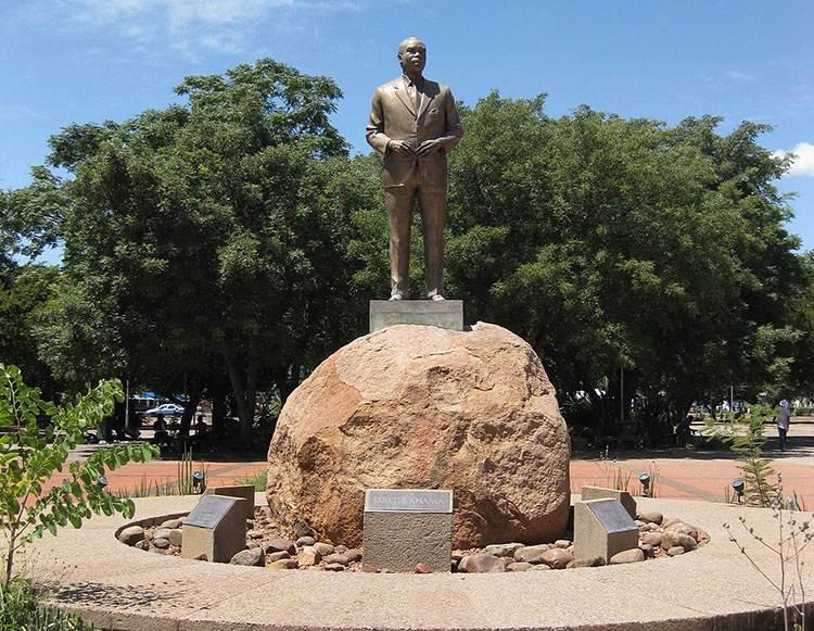 prezydent Sir Seretse Khama pomnik Gaborone ciekawostki Botswana