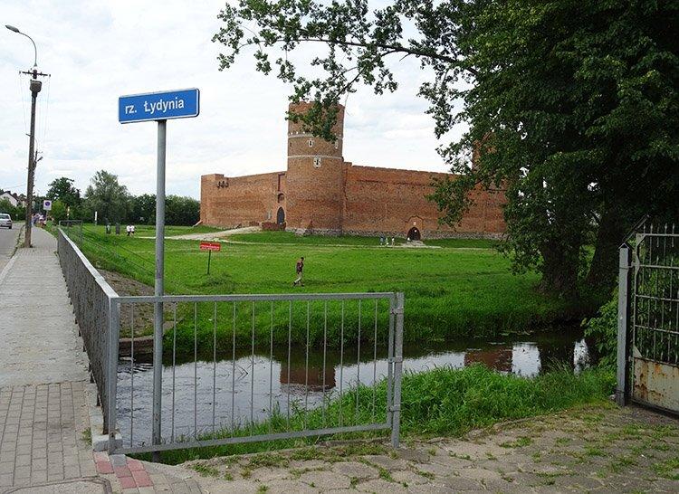 rzeka Łydynia zamek Ciechanów ciekawostki atrakcje zabytki