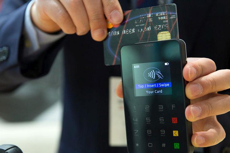 terminal czytnik plastikowy pieniądz karty kredytowe płatnicze ciekawostki historia karta kredytowa