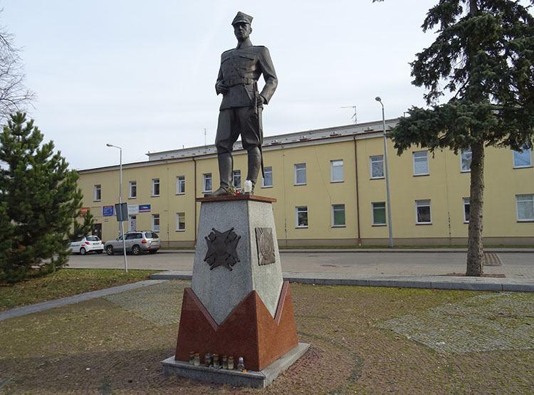 pomnik oficera Zambrów ciekawostki atrakcje zabytki