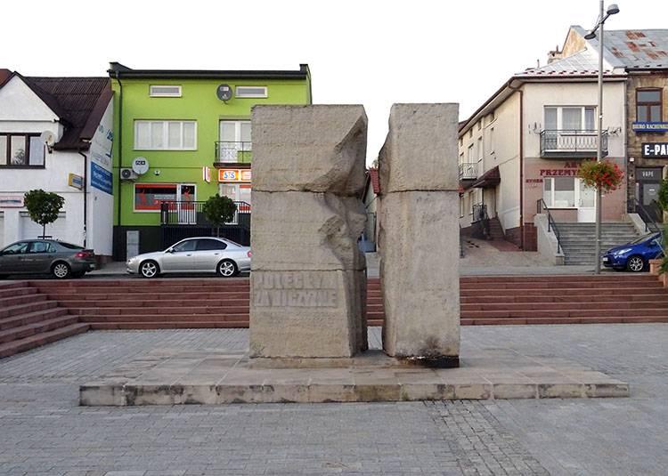 rynek pomnik Starachowice ciekawostki atrakcje