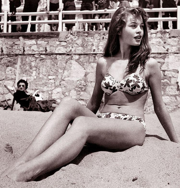 Brigitte Bardot 1953  plaża Cannes kostium kąpielowy ciekawostki historia