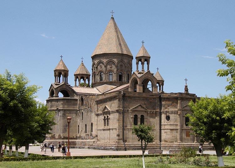Eczmiadzyn katedra Armenia ciekawostki zabytki atrakcje historia
