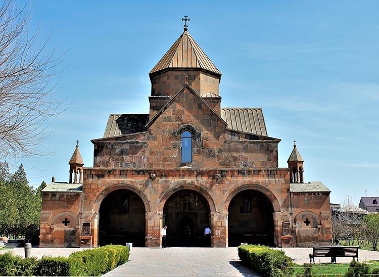 Eczmiadzyn kościół św. Gajany Armenia ciekawostki zabytki atrakcje historia