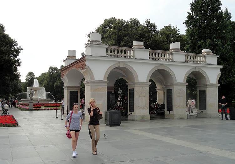 Grób Nieznanego Żołnierza Warszawa ciekawostki Plac Piłsudskiego