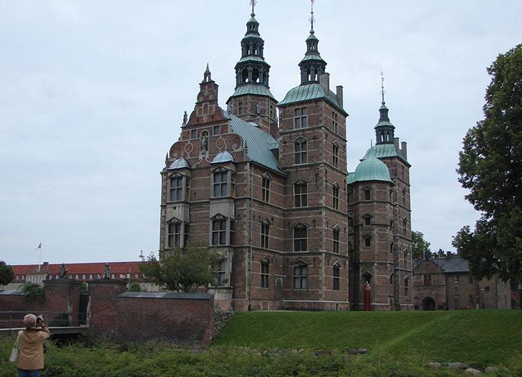 Rosenborg zamek pałac Kopenhaga ciekawostki atrakcje zabytki Dania