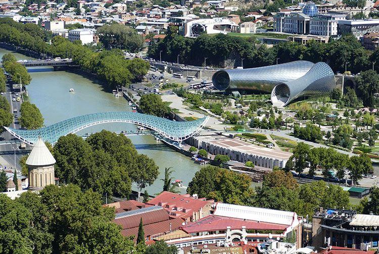 Most Pokoju Tbilisi ciekawostki atrakcje Gruzja stolica miasto