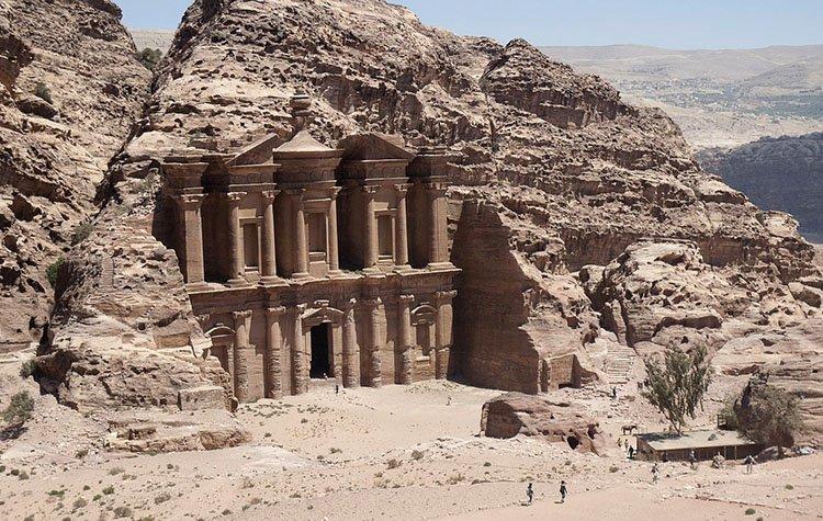 Ed Deir Petra pustynny Jordania ciekawostki atrakcje