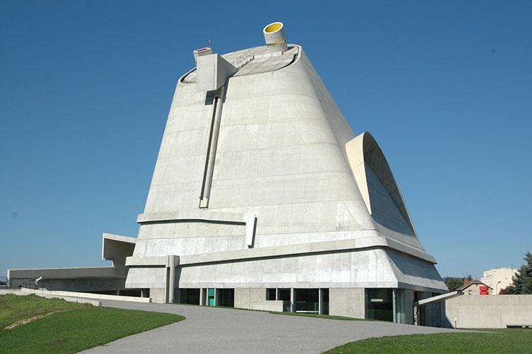 kaplica świętego Piotra le Corbusier ciekawostki