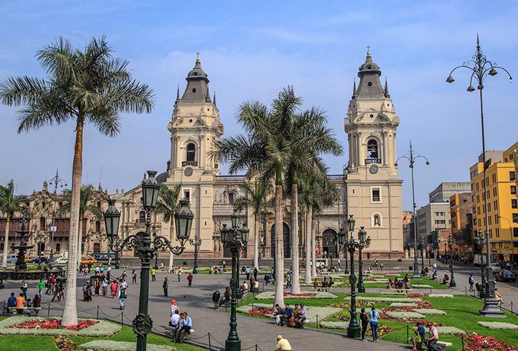 Lima ciekawostki atrakcje zabytki Peru Plaza de Armas katedra