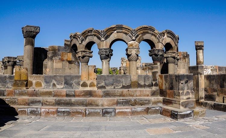 Zwartnoc katedra Armenia ciekawostki zabytki atrakcje historia